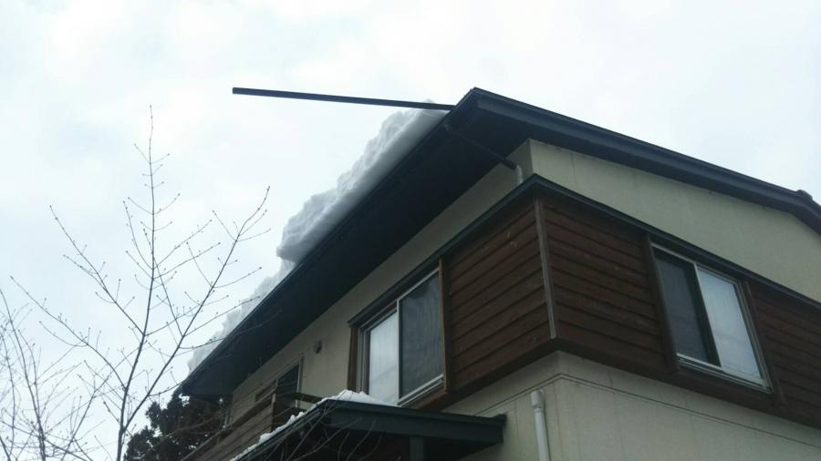 新潟市秋葉区にて雪害で雪止めアングルが落下しそうとお問い合わせを頂きました