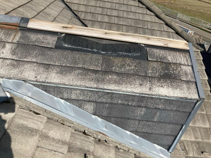 新潟市西蒲区でドーマー屋根板金の飛散と外壁が剥がれた事故
