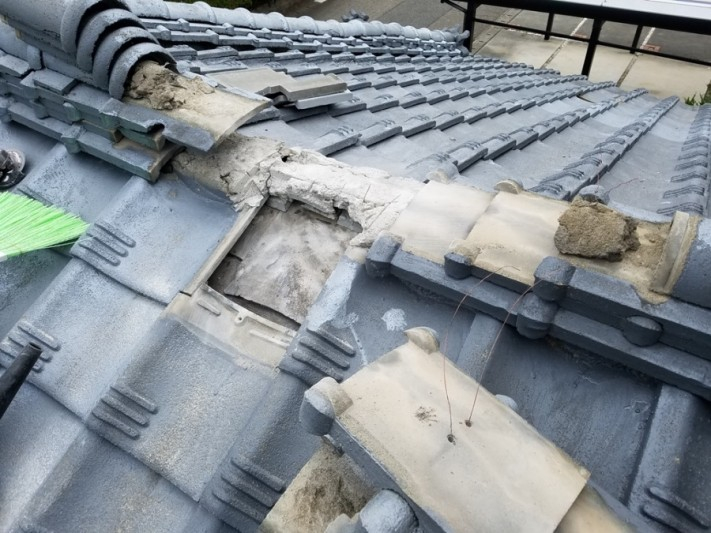 セメント瓦割れ雨漏れ修理