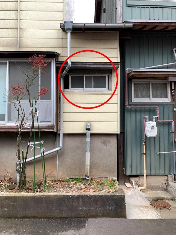 トイレ柱から雨漏れ
