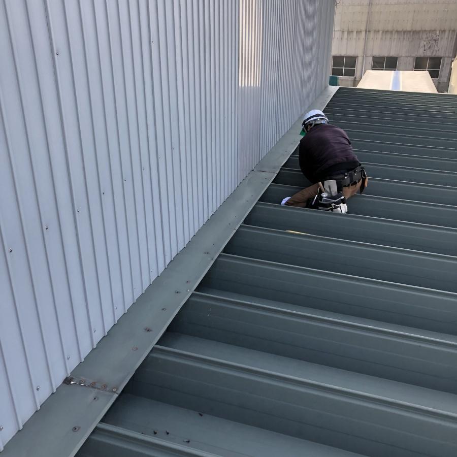 雨漏り修繕工事施工中写真