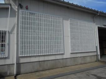 倉庫 メッシュ格子 塗装