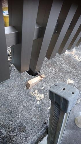フェンス取り付け 高さ調整
