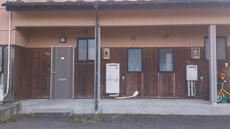 アパートの外壁をキシラデコールで塗装