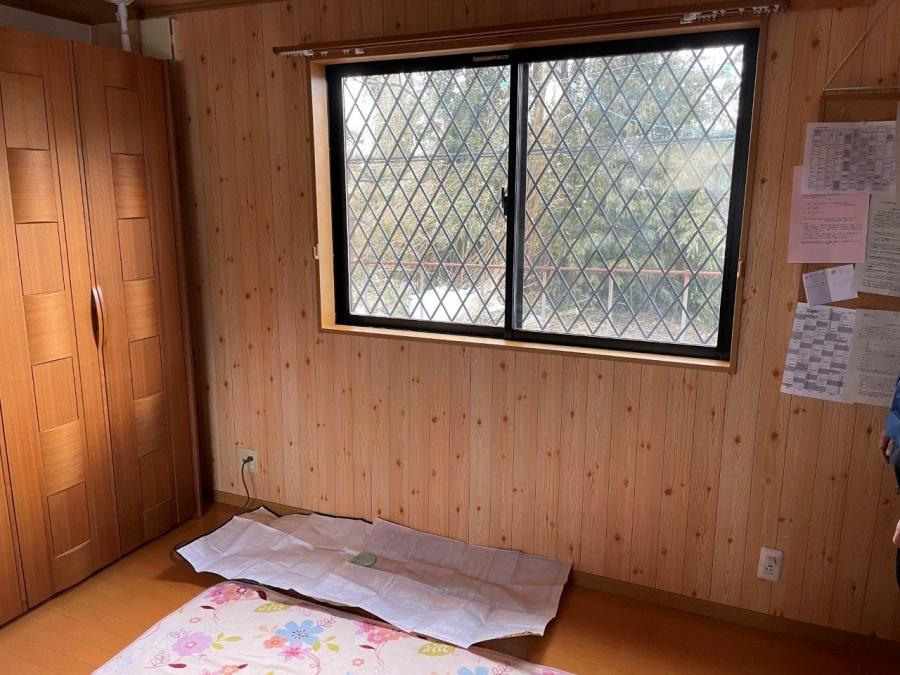 新潟市秋葉区にて2階窓枠上から雨漏りしている原因は破風でした