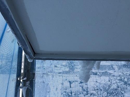 軒天塗装 塗り始め 破風板際