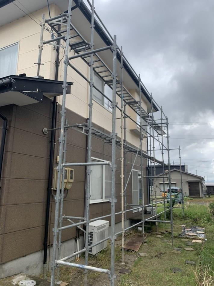 強風によって集水器が外れ軒樋破損