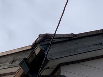 軒先部が剥がれ落ちたため現地調査