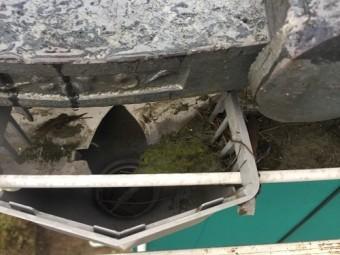 軒樋 集水器付近 泥