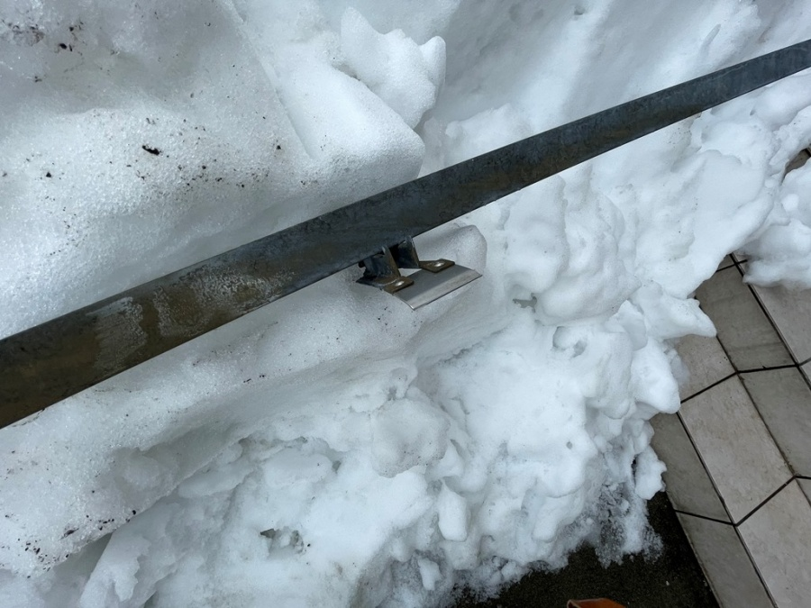 雪止めアングル設置