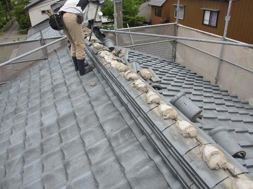 屋根葺き替え工事、瓦屋根解体工事