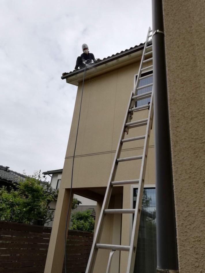 瓦交換と軒樋内清掃工事