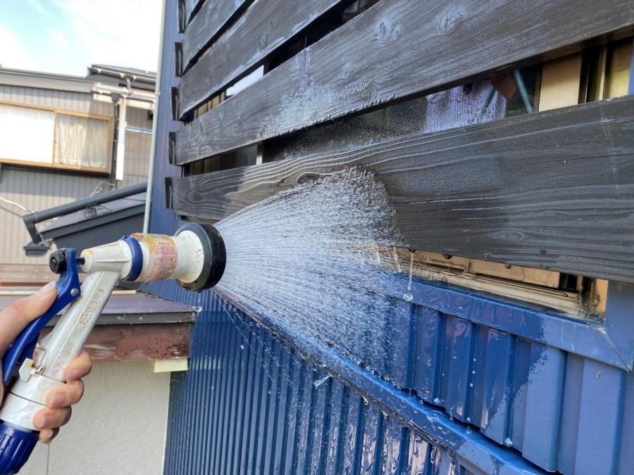 新潟市江南区にて窓上から雨漏れが発生し、散水検査で原因究明