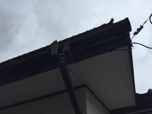 新潟市秋葉区 雨樋 破壊 崩壊 割れ 亀裂