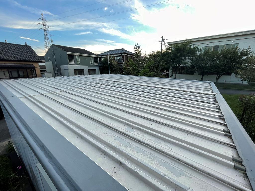 新潟市秋葉区にてイナバ車庫の屋根をカバー工法で修繕したいとお問い合わせを頂きました