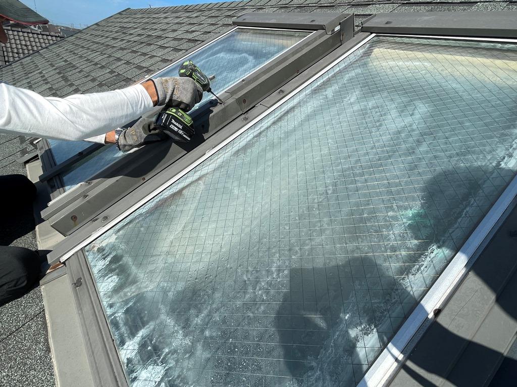 新潟市秋葉区で天窓を撤去し塞いで天井を造る工事に着手しました