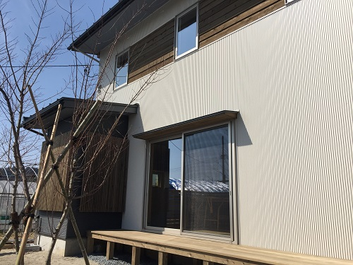 長岡 与板 外壁 屋根 ガルバリウム鋼板 竣工