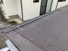 トタン屋根に雪止めアングル設置工事