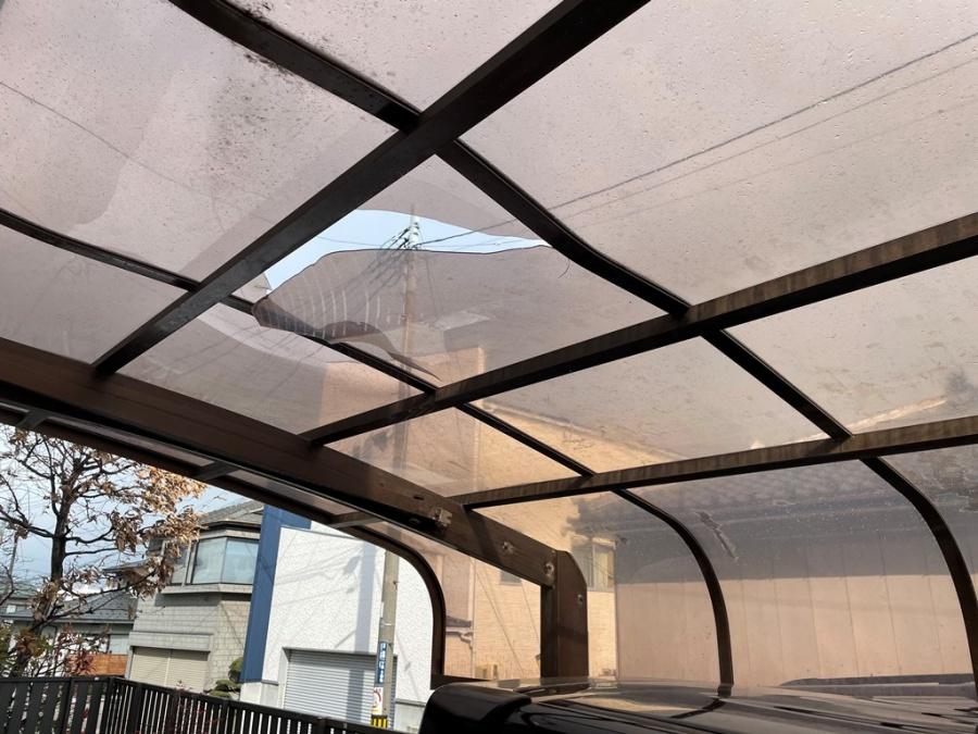 ポリカ屋根が変形