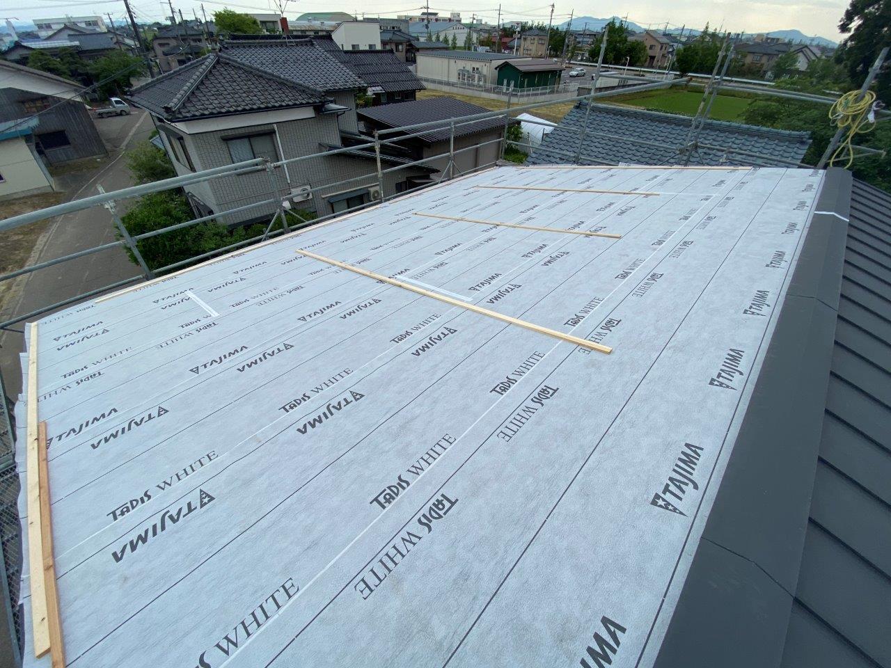 大屋根片面葺き替え工事
