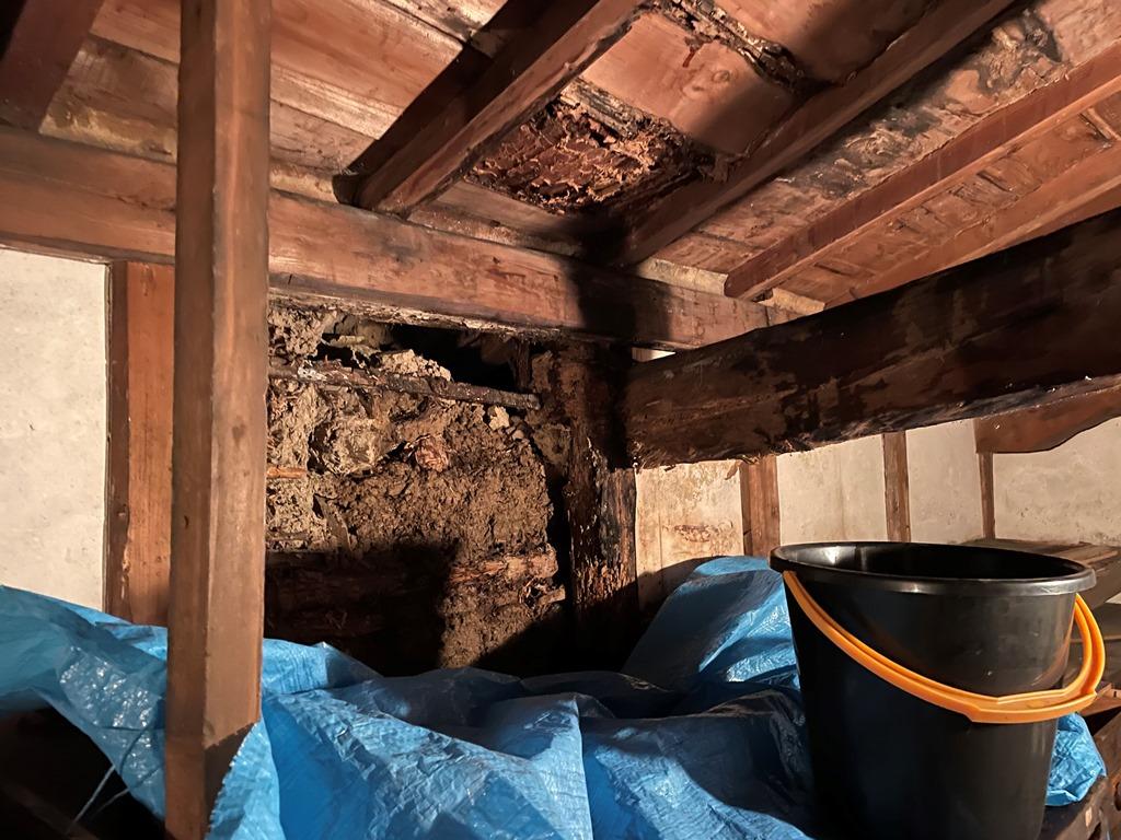 新潟市秋葉区にて築105年の土蔵より雨漏れ発生したため現地調査に伺ってきました