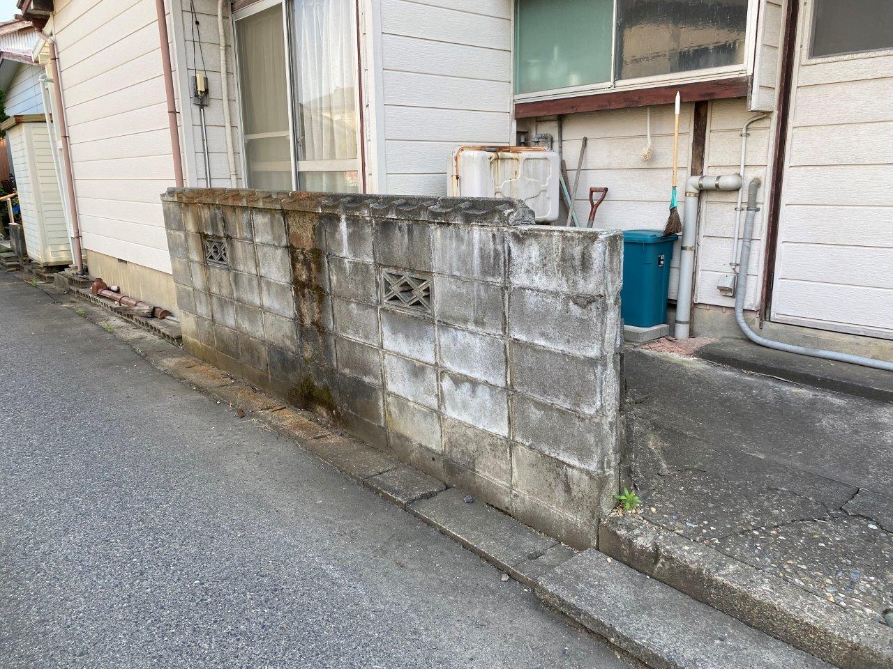 新潟市秋葉区にてブロック塀の解体工事着手しました