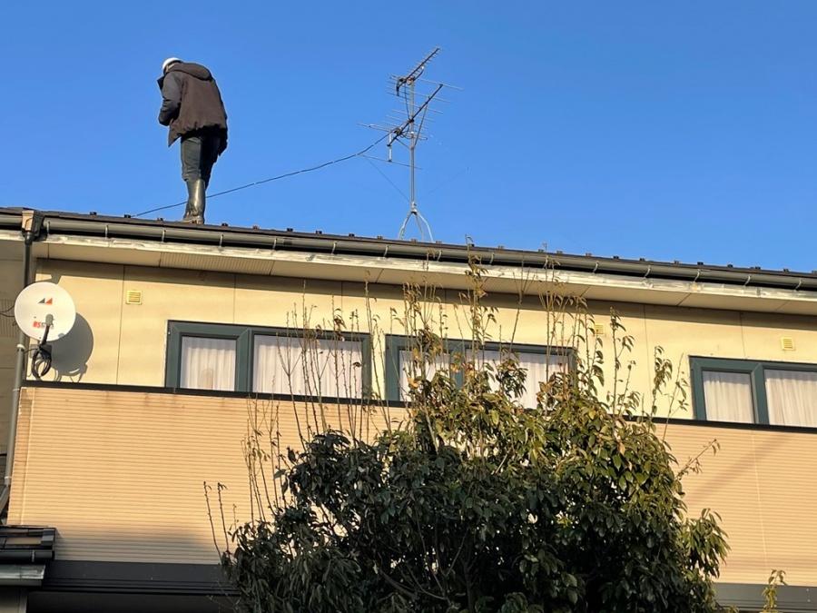 新潟市江南区にてアンテナ倒壊によって瓦が割れたので交換して欲しいとお問い合わせを頂きました