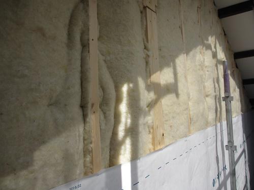 外壁張替工事、断熱材施工