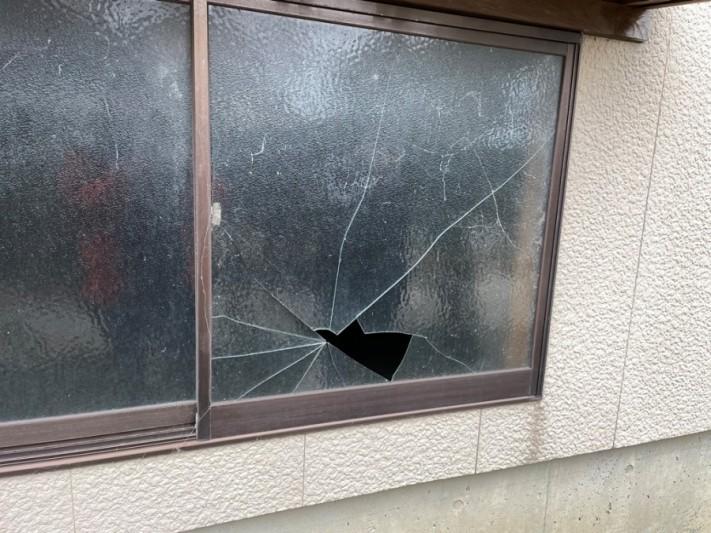 サンルームポリカ屋根破損