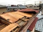 屋根材飛散し応急処置