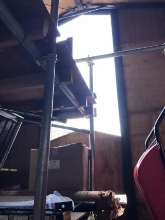 風害で倉庫外壁破損