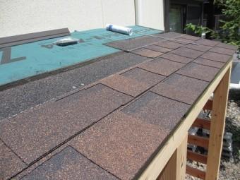 薪棚の屋根仕上げ