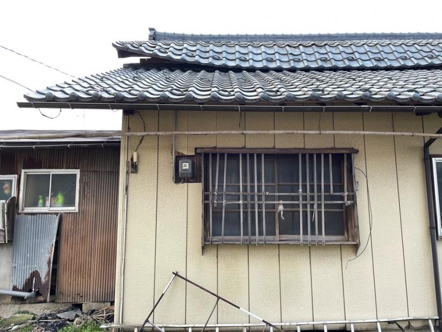 新潟市秋葉区で雪の重みによって屋根が折れた事故がありました