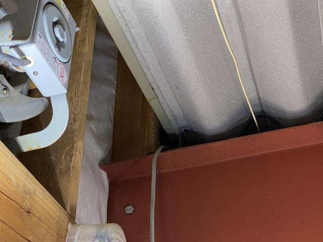 雨漏れ被害で天井材落下