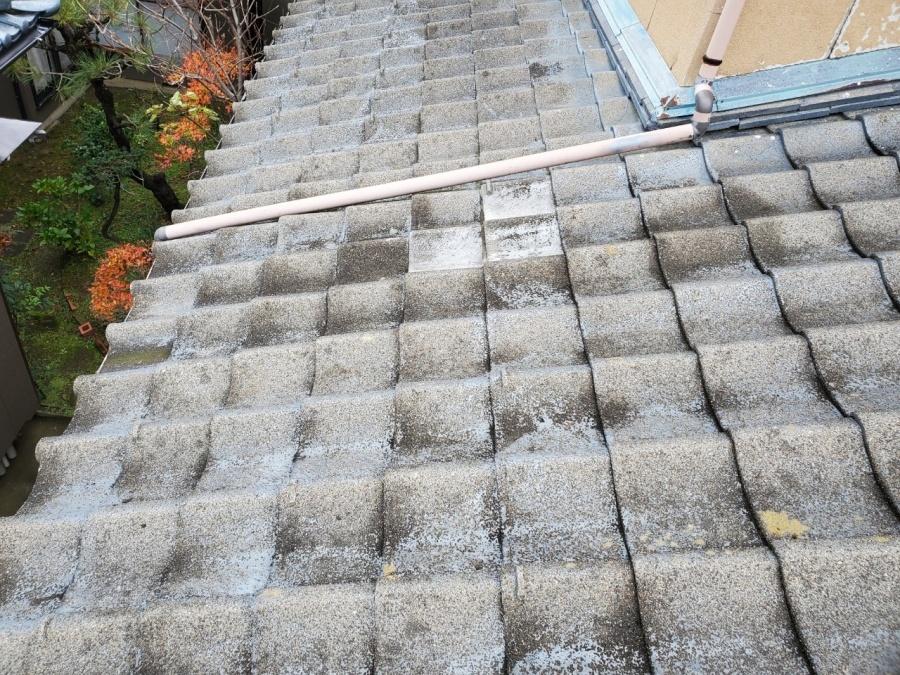 新潟市西区のお宅でケラバセメント瓦が割れ、下屋に落下し破損した事例