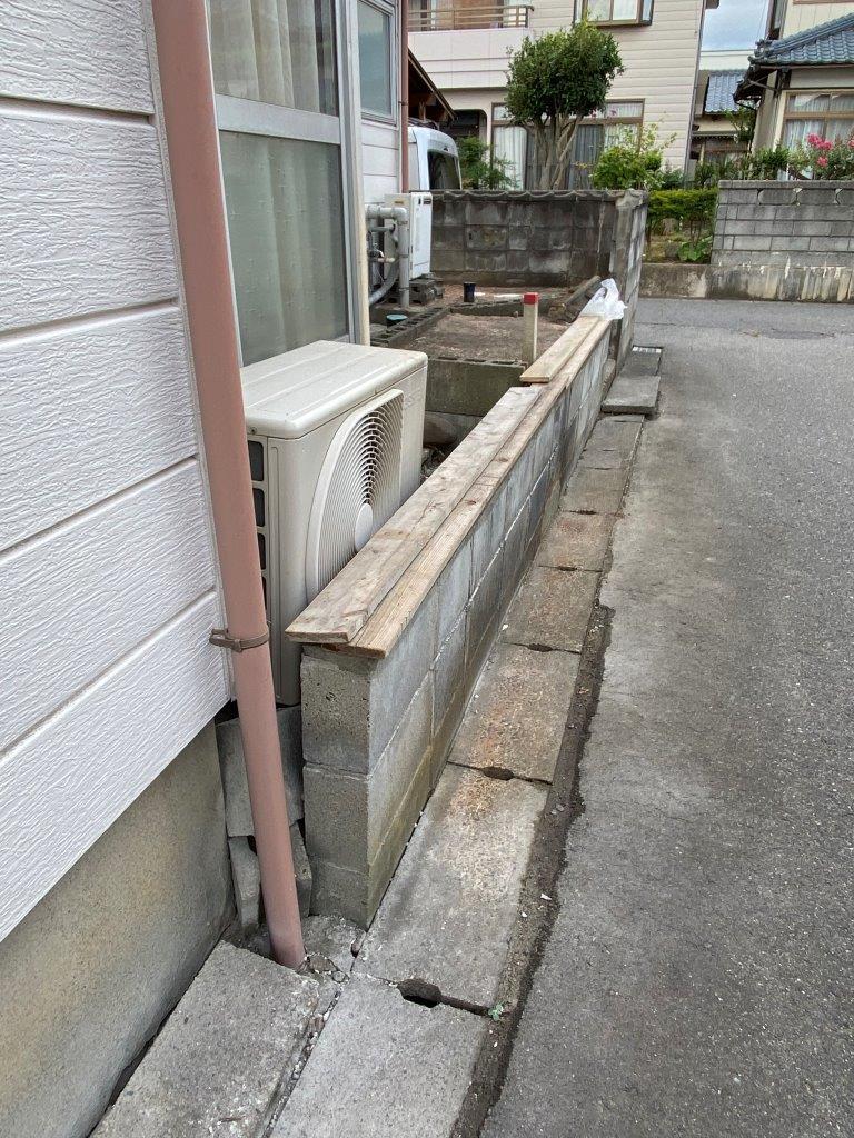 ブロック塀の天板補修工事