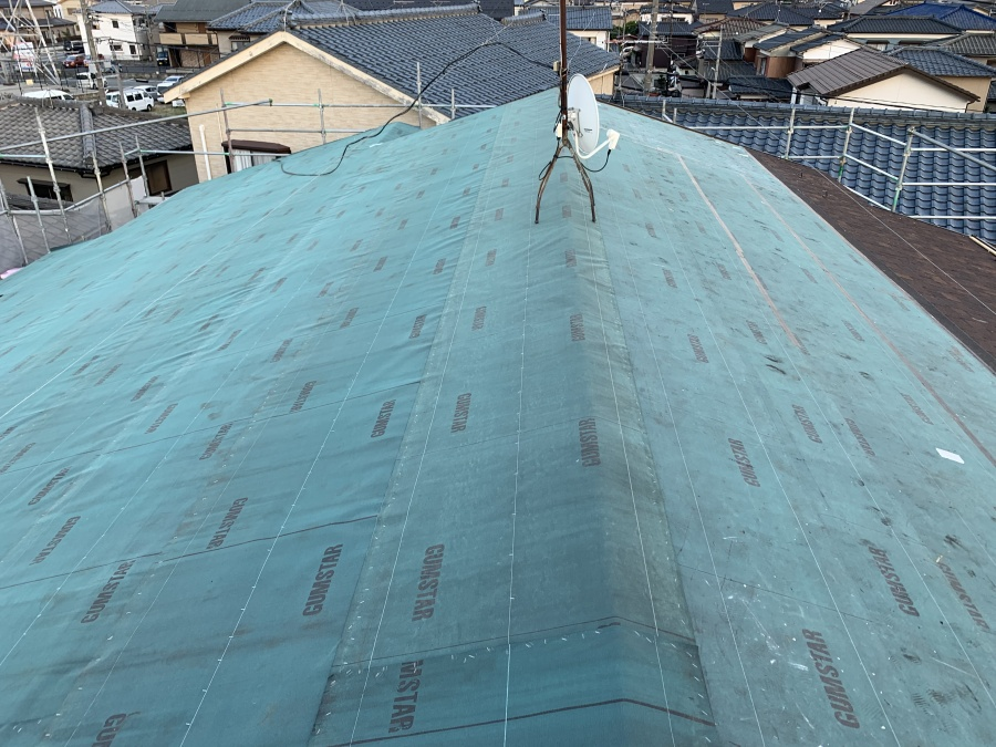 新潟市東区のアパート屋根解体とルーフィンング張り工事