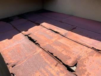 庇が腐食している為修繕工事