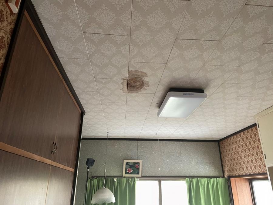 新潟市西区にて大屋根の棟モルタルが原因で雨漏れ発生か