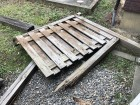 風害によって木塀が倒れたため撤去作業