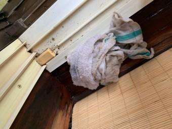掃き出し窓上部雨漏れ