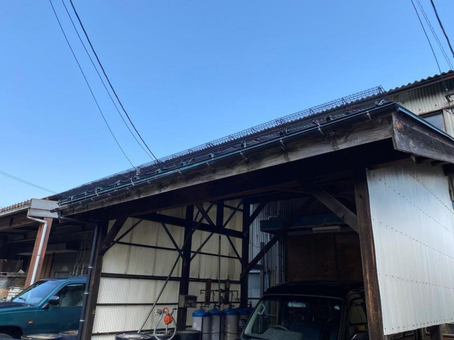 新潟県三条市の工場で軒先にスノーメルトフェンスを設置しました