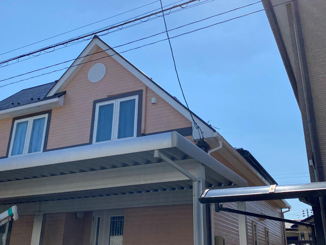新潟市東区にて7寸急勾配のスレート屋根から落ちる雪に悩むお宅での対策相談