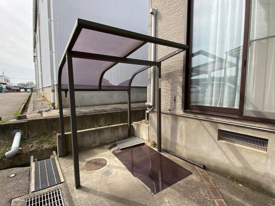 新潟市中央区にて雪害で自転車小屋の屋根が破損したとお問い合わせを頂きました