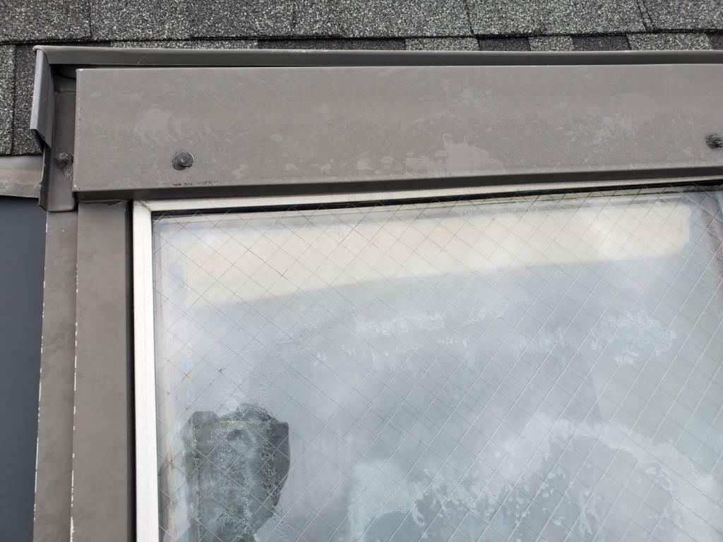 天窓より雨漏れ発生