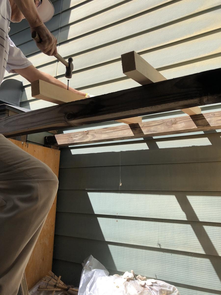 薪小屋屋根葺き替え