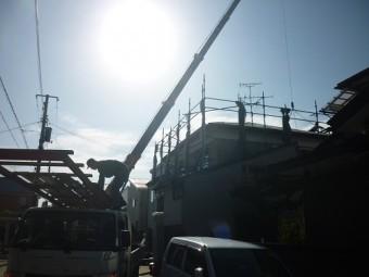 屋根材荷上げ クレーン