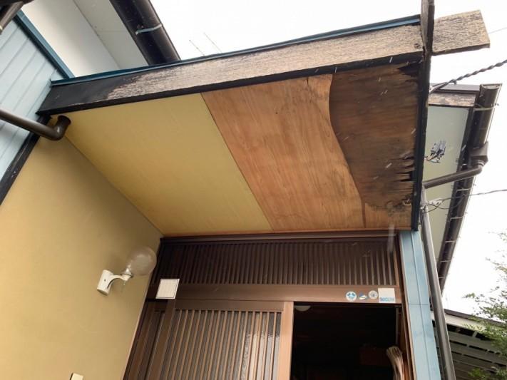 玄関ポーチ天井剥がれ修繕