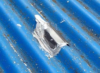 屋根から内部への漏水を防ぐコーキング